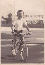 * LIDO DI CAMAIORE - Bambino su bicicletta - Foto Batacchi