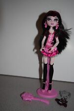 Rare Monster High Dracularua Killer Style Doll Day At The Maul with keychain