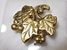 VINTAGE VICTORIAN STYLE LEAVES BERRY VINE FUR CLIP OR PENDANT THICK BRASS