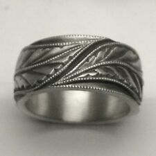MJG STERLING SILVER WEDDING RING BAND. 3 ANTIQUE ENGRAVED LEAVES. SIZE 10 ONLY