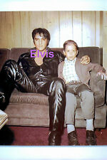 ELVIS PRESLEY BLACK LEATHER WITH FAN IN DRESSING ROOM JUNE 1968 PHOTO CANDID