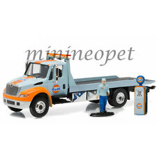 GREENLIGHT 33060 A 2013 INTERNATIONAL DURASTAR FLATBED TOW TRUCK GULF OIL 1/64