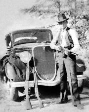 Young CLYDE BARROW 'Gun Pose' Glossy 8x10 Photo Poster Print Bonnie Parker