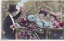 BK868 Carte postale Photo vintage card RPPC couple fantaisie voiture car fleurs