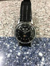 VINTAGE SS ZODIAC AUTOMATIC TRIPLE DATE MOON PHASE WRISTWATCH.
