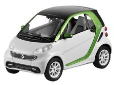 Modellauto 1:43 original  Smart fortwo Coupe electric drive weiß C 451 NEU