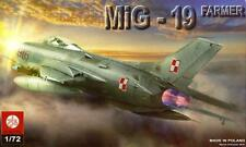MiG 19 (S) FARMER  - SOVIET COLD WAR FIGHTER (POLISH AF MARKINGS) 1/72 PLASTYK