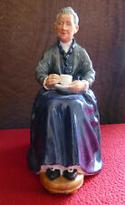 ROYAL DOULTON Porcelain Figurine HN2322 The Cup of Tea