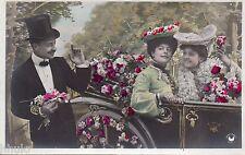 BK867 Carte postale Photo vintage card RPPC couple fantaisie voiture car fleurs