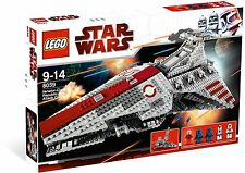 *NEW* Lego Star Wars VENATOR-CLASS REPUBLIC ATTACK CRUISER 8039 *Lightly Dented*