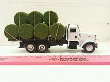 1/64 ERTL custom white Peterbilt straight truck w/ 11 round hay bales farm toy