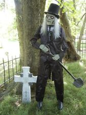 LIFESIZE ANIMATED GRAVE DIGGER - CEMETARY CARETAKER HALLOWEEN DISPLAY PROP 6'3""