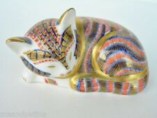~ PRETTY LITTLE ROYAL CROWN DERBY IMARI CAT PAPERWEIGHT CONTENTED CAT FIGURINE ~