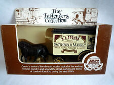 LLEDO THE EASTENDERS COLLECTION / HORSE DRAWN WAGON / SMITHFIELD MARKET / 1:64