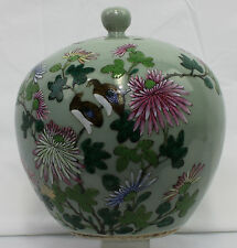 Chinese 19 century Porcelain gingers jar with cover Famille Rose (7696)