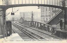 PARIS (75) chemin de fer metropolitain entrée de la gare de Sèvres