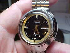 MANS VINTAGE SEIKO 17J AUTOMATIC MOON STYLE CASE, WITH ORIG BAND MODEL 6106-7689