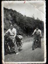 Photo amateur / HOMME en MOTO , cliché période 1920-1940