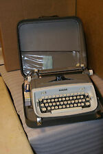 Vintage Singer Professional Manual Typewriter w Case Canada 1966