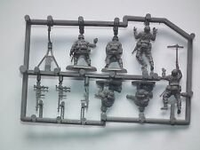 Armourfast 1/72 Scale WWII German Machine Gun Team Model Kit - Contains 1 Spruce