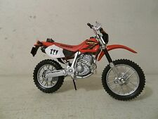 2012 MAISTO 2 WHEELERS 1/18 SCALE 2002 HONDA XR400 XR 400 RED OFF ROAD DIRT BIKE