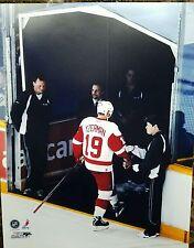 STEVE YZERMAN  Detroit Red Wings  11x14 last step photo