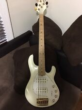 Bass Music Man Stingray HH 5 String Electric Bass