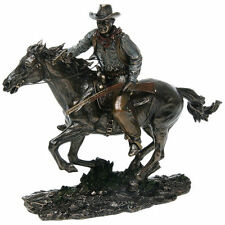 John Wayne Resin Figurine : RIDING ON HORSE