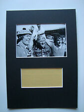 MANCHESTER UNITED LEGEND TOMMY DOCHERTY GENUINE SIGNED MOUNTED PHOTO DISPLAY-COA