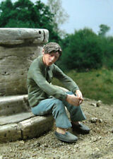 1/35 Scale Young man sitting - resin model kit