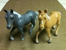 """PAIR OF 1999 PLASTIC TOY HORSES APPROX. 5"""" LONG"""