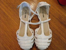 women white sandle shoe closed toe size 10 buckle up flats