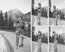 MARILYN MONROE  SWIMSUIT BEAUTY ON CRUTCHES  (1) RARE 4x6 GalleryQuality PHOTO