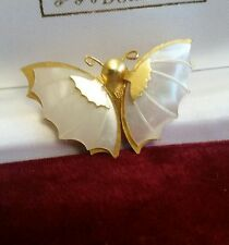 BEAUTIFUL VINTAGE GOLD PLATED, MOTHER OF PEARL BUTTERFLY BROOCH