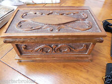 VINTAGE BEAUTIFUL HAND CARVED WALNUT SECRET PUZZLE BOX WITH HIDDEN KEY