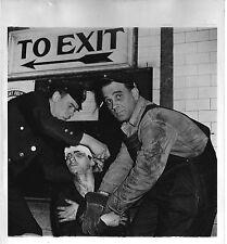 PHOTO ORIGINALE-NEW YORK-ÉTATS UNIS-POLICIERS-SCÈNE DE RUE 5-UN BLESSÉ-1946
