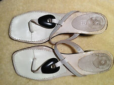 GUCCI THONG HEEL SANDALS, MADE IN ITALY, SIZE 7 B