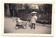enfant, fillette ,landeau ,poupée  , 1942  (c8)