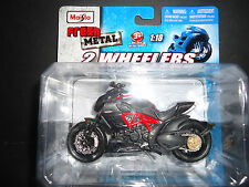 Maisto Ducati Diavel Carbon 1/18 Motorcycle Bike