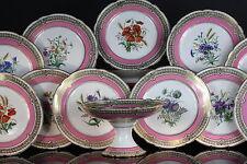 Porcelaine de Paris, partie de service à décor de fleurs, aile rose et or, XIXe