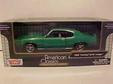 Pontiac GTO Judge 1969 Coupe Die-cast Car Green 1:24 scale Motormax 8 inches
