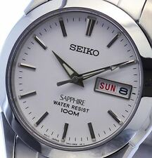 NEW MEN'S WHITE DIAL SEIKO SAPPHIRE DAY / DATE CASUAL ANALOG WATCH SGG713P1