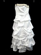 White Strapless David's Bridal Tiered Skirt Wedding Dress in Size 6 - FIS