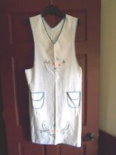 VERY NICE ANTIQUE VINTAGE BIB APRON WITH BEAUTIFUL EMBROIDERY