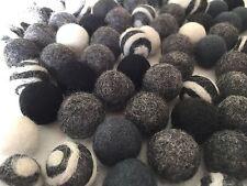 50 Filz Kugeln Schwarz/grau gemischt