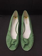 NWOB Etienne Aigner Open Toe Light Green Fabric Open Toe Wedge Heels SZ 9M