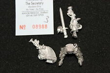 Games Workshop Warhammer Bretonnian Grail Knight Hero with Two Handed Weapon A2