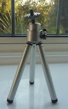 Universal Mini Tripod with extendable legs for Digital Cameras