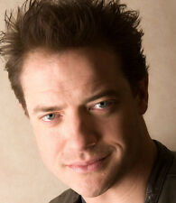 Brendan Fraser UNSIGNED photo - D2137 - American-Canadian actor