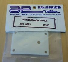 Vintage Associated Transmission Brace White Parts 6325   NEW IN BAG